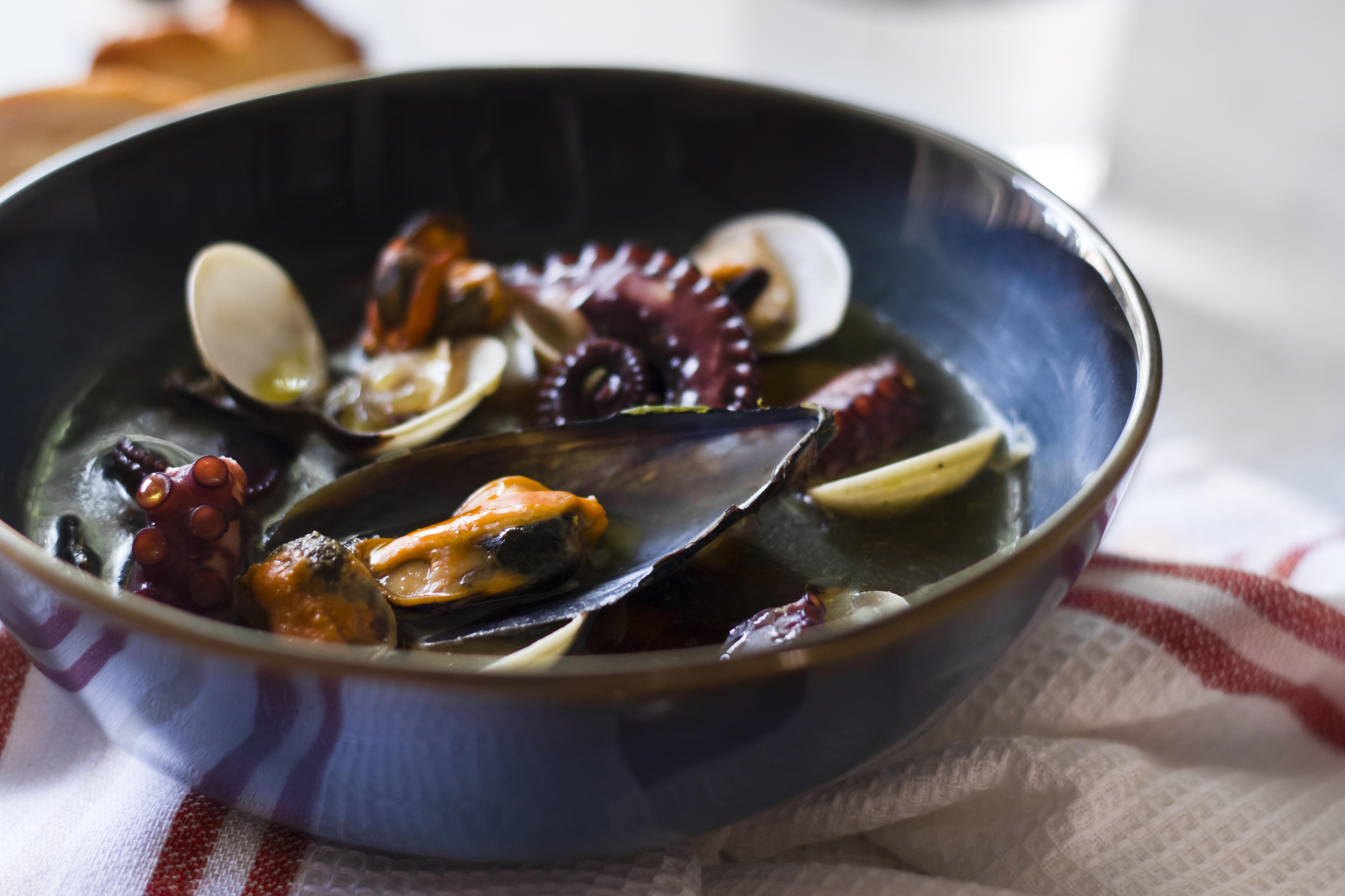 Zuppa di polpo e frutti di mare